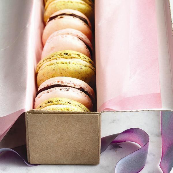 Pistachio-cream macarons