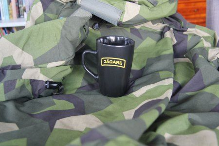 Super nice looking coffee cup in black with yellow JÄGARE Print