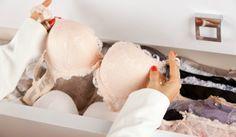 De meeste vrouwen dragen dagelijks een bh en wassen wekelijks meerdere exemplaren. Met deze 6 tips houd je je favoriete bh's zo lang mogelijk mooi.
