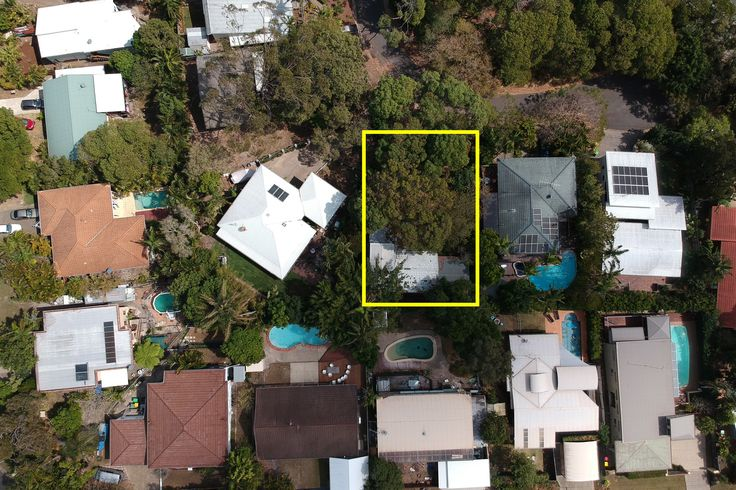 With interest levels in Noosa Heads rising now is the time to unearth the potential of 5 Lunar Crescent.   Nestled at the end of a quiet cul-de-sac this 650m2 block features a two storey A frame designed home with ample space to create the perfect lifestyle for you! The Property needs love and atten...