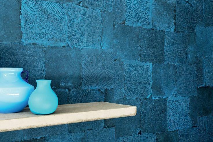 """Colección Mindoro - modelo Lapu-lapu, RM 910 40 - revestimiento mural """"Hecho a mano"""" : fibra de palma, corteza Abaca, bambú, hojas de papel maché inmersos en tintes vegetales, irradiando color tras su lavado a mano, dejando una huella de su diseño en el papel. La revista de arquitectura alemana AIT ha otorgado a Élitis un premio especial 2015 a esta colección! Más info: lemurier.net/"""
