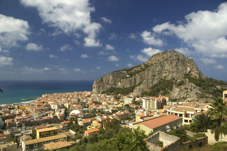 Blick auf den Hausberg der Stadt - die Rocca