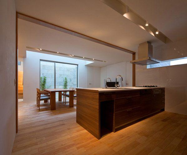 La Casa U3 del arquitecto Masahiko Sato  es un buen ejemplo de la arquitectura japonesa moderna creativa. La residencia está situada en un ...