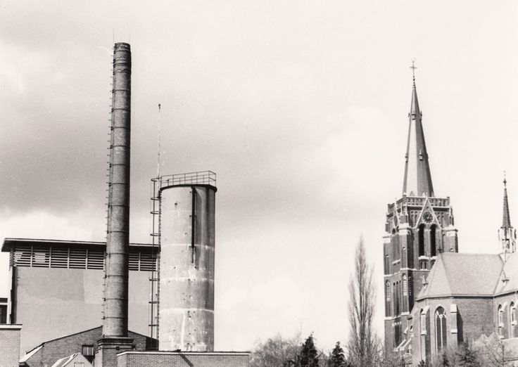 Serie van 2 foto's van het ketelhuis van N.V. Beste Tricotweverij - 1977