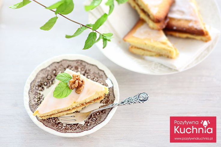 Jak zrobić lukier pomadkowy czyli gęsty, biały lukier do dekoracji ciast, który po zastygnięciu tworzy twardą glazurę na dekorowanej powierzchni.  http://dorota.in/lukier-pomadkowy/  #przepis #kuchnia #food