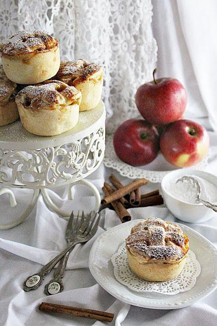 Itt az ősz és vele együtt megérkezik az alma szezon is. Lehet már írtam, de ha almára gondolok, mindig eszembe jut...