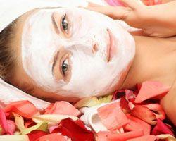 http://www.kosmetikberbahaya.com/ayo-mengenal-masker-wajah.html ini loh yang namanya masker wajah