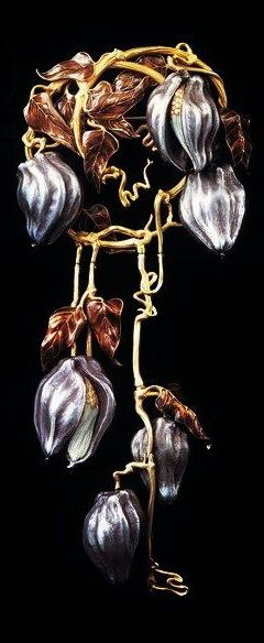 René Lalique. Brooch with clematis in gold, black oxidized silver, white, and brown enamel, 1902.