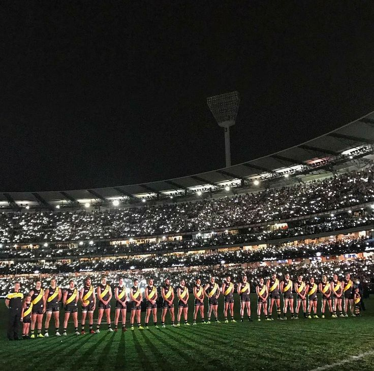 ANZAC day eve, Richmond vs Melbourne in front of 85,000 people