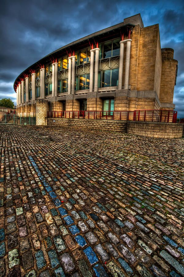 ✮ Cobble stone road leading to the Lloyds TSB Building - Bristol Harbor, England