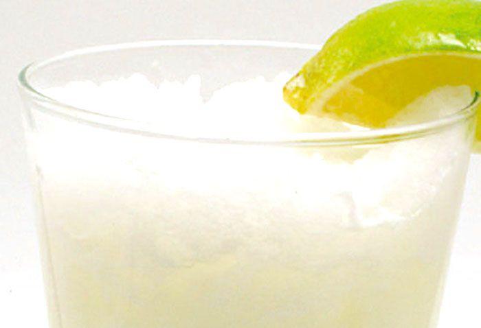 DAIQUIRI GHIACCIATO. Il Daiquiri ghiacciato è un cocktails che si prepara con il rum, il succo di cedro 🍋ed il ghiaccio.