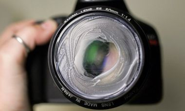 16 Easy Camera Hacks That Will Turn You Into An Expert in Photography - Use Vaseline To Create Vintage-Style Photographs