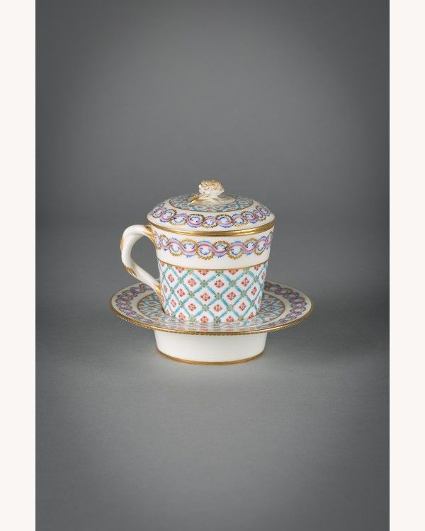 SEVRES RARE FRENCH PORCELAIN COVERED TREMBLEUSE, Dated 1772, $22,500