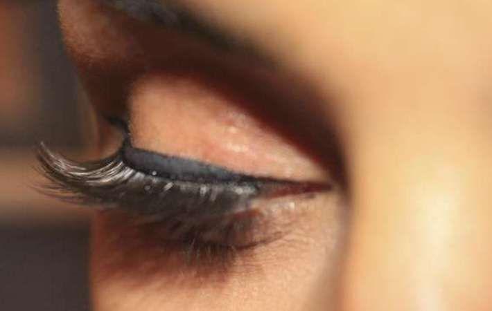 Bahaya Memakai Bulu Mata Palsu - http://www.rancahpost.co.id/20151042296/bahaya-memakai-bulu-mata-palsu/