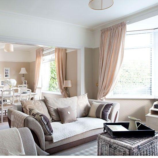 Best 25 living room wallpaper ideas on pinterest alcove for Taupe wallpaper living room