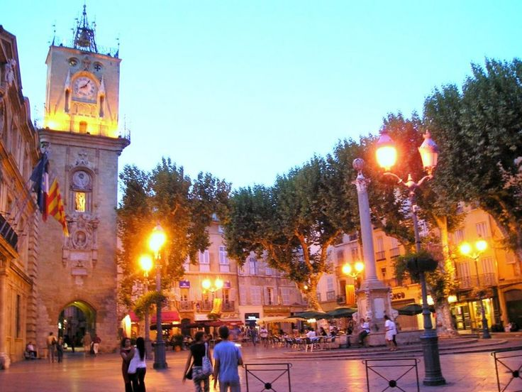 Aix-en-Provence, Ратуша и площадь в подсветке