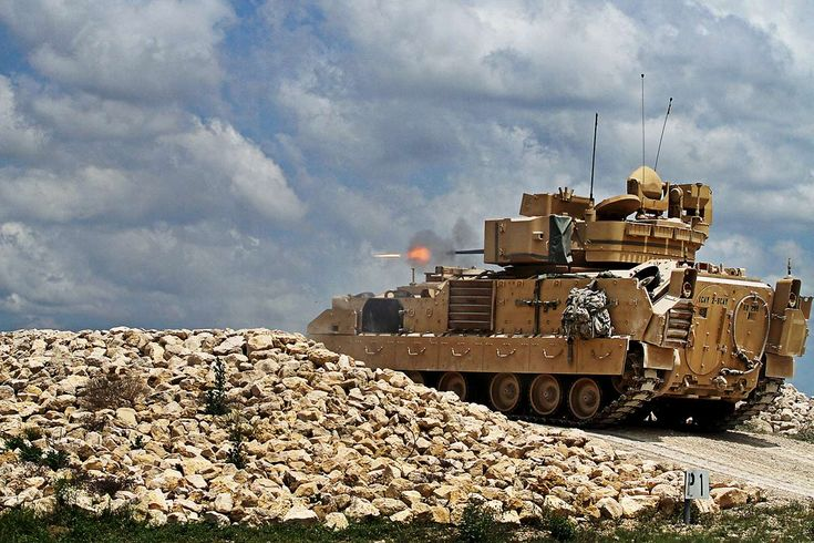 U.S. Army Bradley Fighting Vehicle | m2-m3-bradley-fighting-vehicle-02