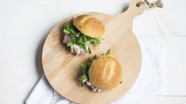 Door Annemieke – Broodje ham met uiensalade is denk ik een van de eerste recepten die ik van internet haalde en voorstelde aan mijn moeder om een keer thuis te gaan maken. Dat is denk ik echt zon 1…
