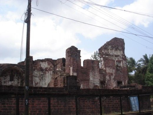 http://thumbi7.hubpages.com/hub/Goa-History-and-Churches-of-Old-Goa