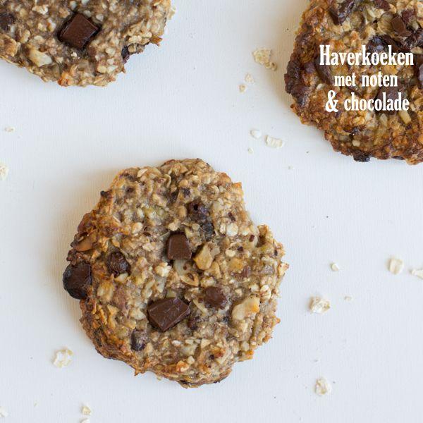 Jullie hebben inmiddels vast wel door dat ik dol ben op koekjes. Met name chocoladekoekjes doen het bij mij altijd goed. Nu heb ik afgelopen week een iets gezondere variant chocoladekoek gemaakt: haverkoeken met noten en chocolade. Een recept dat gedeeld moet worden :) Mijn ervaring met gezonde koeken is niet altijd goed. In dit... LEES MEER...