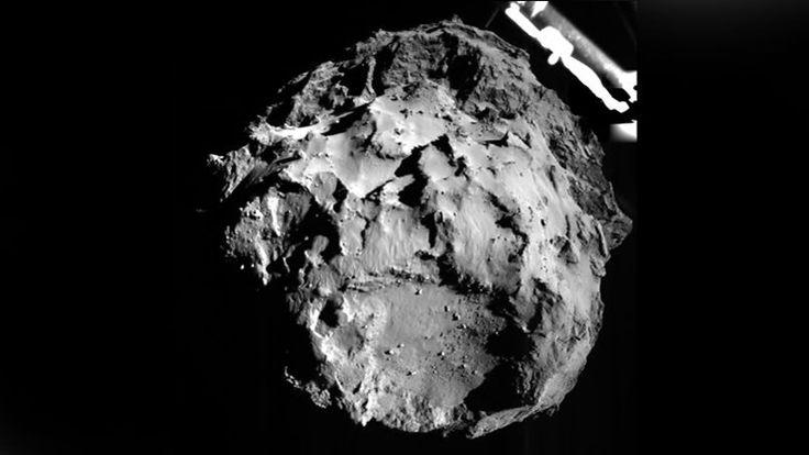 12 novembre 2014. La sonde européenne Rosetta, après 11 ans de poursuite dans le système solaire, pose son module Philae sur la comète P67. Un moment historique, immortalisé par les appareils photo embarqués.