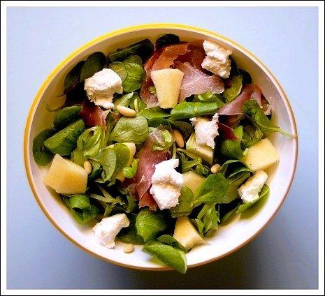 372-insalata di valeriana con speck, caprino, mele e pinoli 1