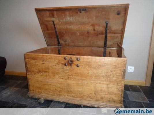 Magnifique coffre en bois