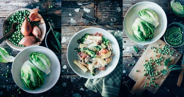 Heerlijk recept, vol van smaak omdat dit recept van pasta met kip en roomsaus gemaakt wordt zoals een risotto. Met doperwtjes, Italiaanse ham en mascarpone.