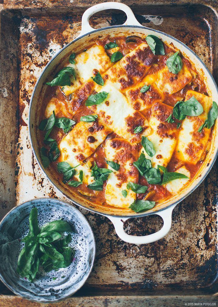 Haloumi Bake (zucchini, onion, tomato, lamb sausages, haloumi, cumin, turmeric, basil...). #healthyeating #zucchinirecipe