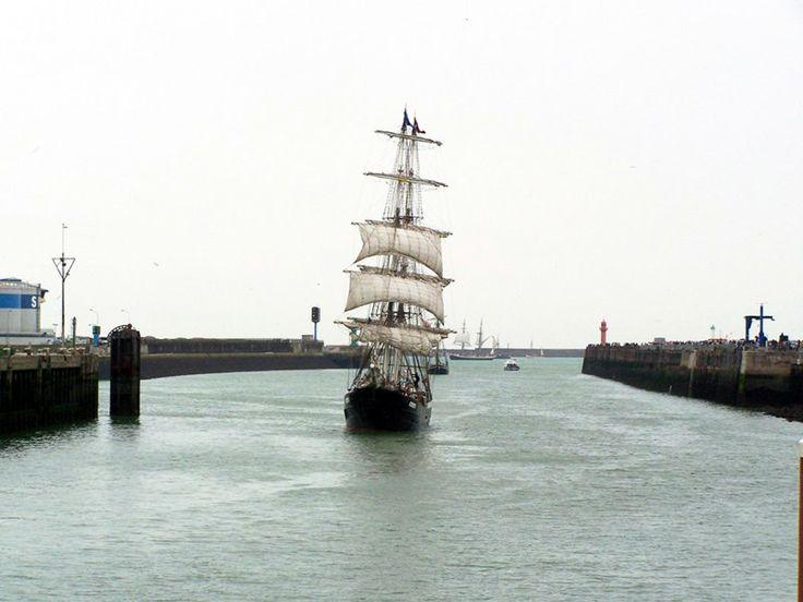 voilier dans le port de Boulogne sur mer