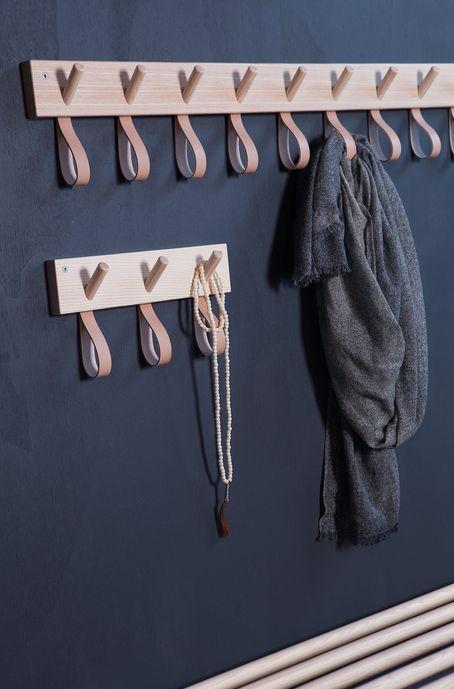 #diy #ledeclicanticlope / Patères en cuir et bois. Via formbruket.concret.se