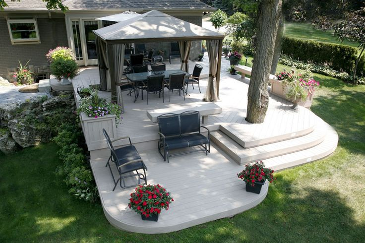 A 900 square foot custom curved deck by Hickory Dickory Decks. Built using Procel decking in 2003.