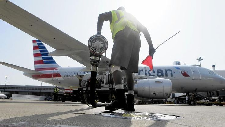 Lower fuel prices boost airline profits, but fares to hold steady