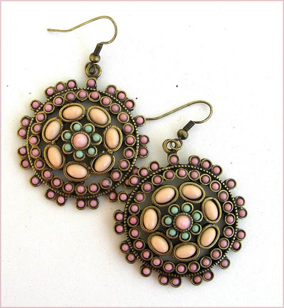 boho green/ pink nude earrings Boucles d'oreilles