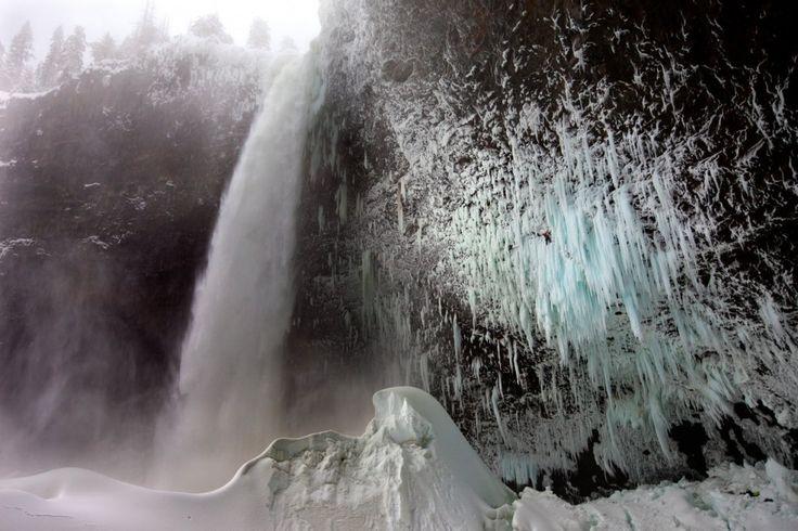 Photographer: Christian Pondella / Athlete: Will Gadd, Tim Emmett / Location: Helmcken Falls, Wells Grey Provincial Park, British Columbia (...