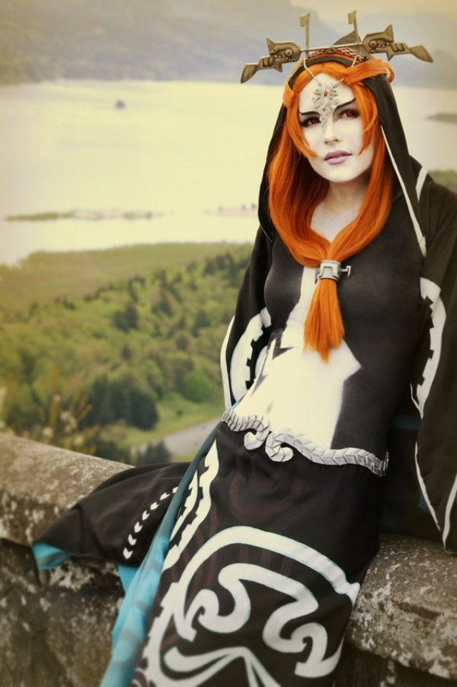 Gorgeous Midna and Zelda cosplay.