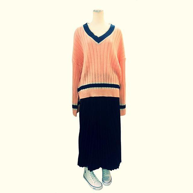 adult loose outfit pretty like.    #ファッション #コーディネート #セレクトショップ #長野県 #諏訪 #岡谷 #fashion #coordinate #outfit #ootd #backlane  #ゆるカジ #リラックス #ロングスカート #Vネックセーター #ピンク #ブラック #黒 #knit #sweater #longskirt #プリーツ #pink #black #casual