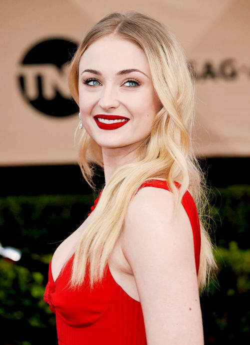 Sophie Turner attends the 23rd Annual Screen Actors Guild Awards in Los Angeles (January 29, 2017)