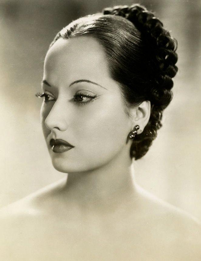 Merle Oberon c.1935  Maudelynn's Menagerie : Photo
