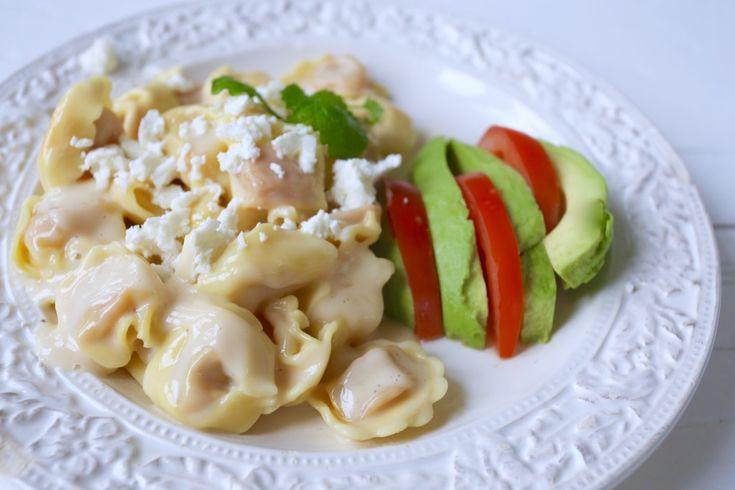 Fylld pasta med vitlöksdoftande pastasås ( vegetariskt )