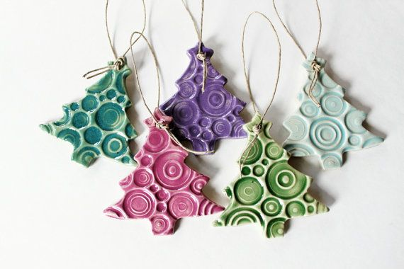 Pottery Ornaments Set of 5 Handmade Christmas Tree by MissPottery. Adorno de cerámica.