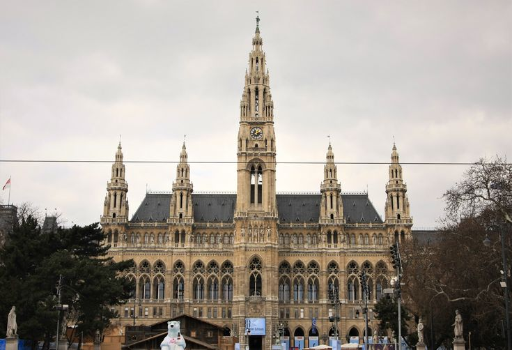 What to visit in Vienna? The Town Hall - Wiener Rathaus!