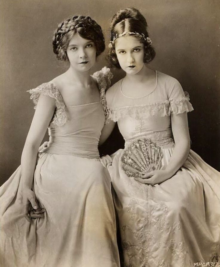 Lillian and Dorothy Gish, 1924. Publicity photo for 'Romola'.