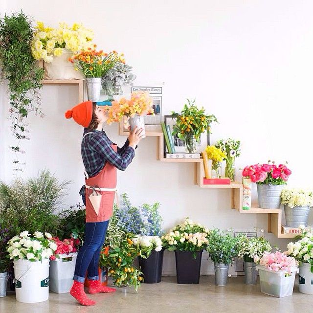 """Yesterday our office got filled w/ the most beautiful flowers for the florist workshop hosted by @tulipinadesign  @potterybarn and us at the apron HQ…"""