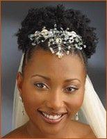 Wellenhochzeitsfrisuren Schwarze Frauen | schwarze Brautfrisur kurz twists.jpg
