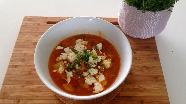 Sunn grønnsakssuppe med tomat.