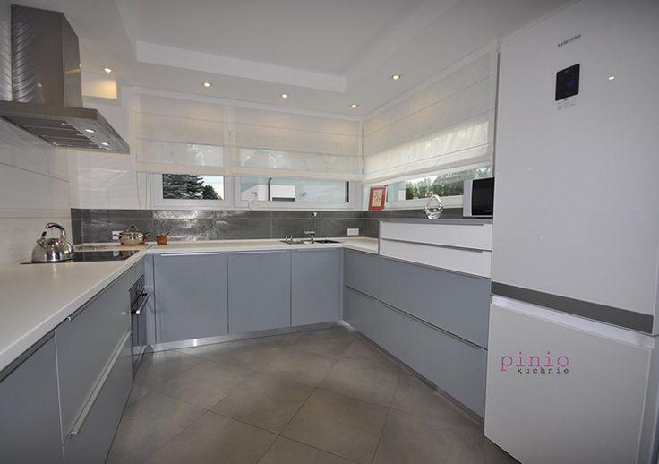 Studio Pinio Tychy KUCHNIA NOWOCZESNA - Jasna, elegancka kuchnia z nowoczesnymi elementami szafek. Więcej na https://www.maxkuchnie.pl/galeria/kuchnia-w-domu/studio-pinio-tychy-kuchnia-nowoczesna-103,144.html