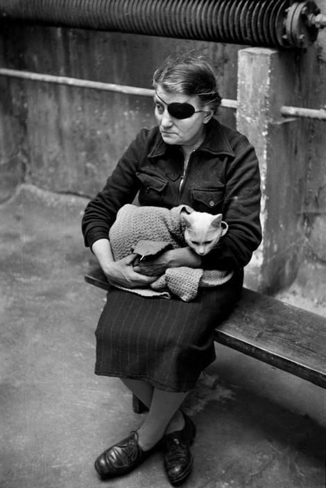 By Marc Riboud, 1953, Paris.