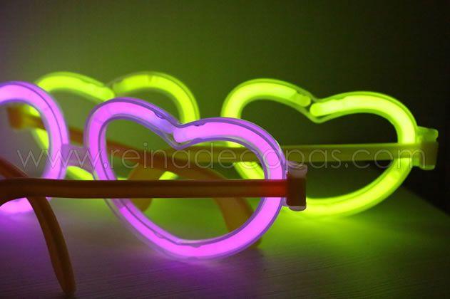 Nuestras gafas luminosas en forma de corazón, un elemento imprescindible en cualquier fiesta. http://www.reinadecopas.com/es/15-gafas-luminosas