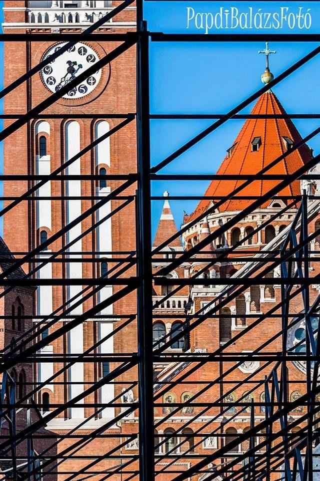 Dóm téri vonalak http://www.szeretlekmagyarorszag.hu/mindig-tud-ujat-mutatni-a-varos-interju-az-egyik-legszegedibb-fotossal/